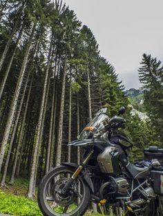 Te presentamos la moto de Rafa R_850_R. Bonita foto. ¡Muéstranos la tuya en el foro! http://ow.ly/Mnqs3074dSv #bmwmotos #bmwmotorrad