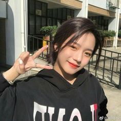 Hélu theo dõi page nhé 🤗 Admin Ulzzang Korean Girl, Cute Korean Girl, Ulzzang Couple, Asian Girl, I Love Girls, Cute Girls, Ulzzang Girl Fashion, Ulzzang Short Hair, Girl Korea