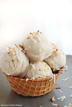 Roasted Banana Coconut Milk Ice Cream - The ultimate guilt-free frozen ice cream made with only two ingredients! 13 Desserts, Frozen Desserts, Frozen Treats, Delicious Desserts, Dessert Recipes, Yummy Food, Dessert Food, Raw Recipes, Baking Recipes
