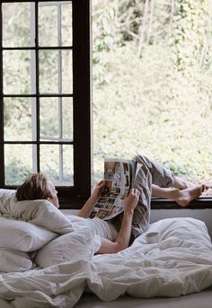 Relax by the window! Lifestyle Fotografie, Easy Like Sunday Morning, Lazy Sunday, Lazy Days, Lazy Morning, Saturday Morning, Deco Nature, Slow Living, Mood