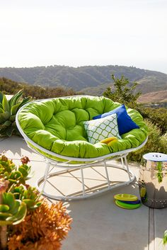 Give your Pier 1 Double Papasan a double slice of citrus with our Cabana Papasan Double Cushion in a zesty shade of UV-protected, mildew-resistant, citrus fabric for indoor or outdoor use.