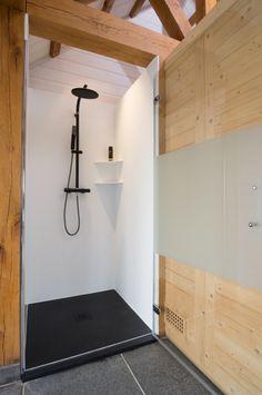 Bubbles & Co is gespecialiseerd in de verkoop en het plaatsen van badkamers. Naadloze muren, inloopdouche, douche op maat, de ruimste keuze douchebakken op maat zijn bij ons te vinden. Eigen plaatsingsdienst.