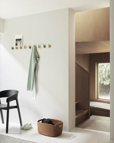 Scandinavian hallway interior inspiration from Muuto: The Attach Coat Hook combines industrial and Scandinavian materialities for a playful yet refined take on the simple, modern coat hook, joined by Small Storage, Storage Baskets, Box Storage, Modern Coat Hooks, Home Design, Interior Design, Design Design, Interior Architecture, Muuto