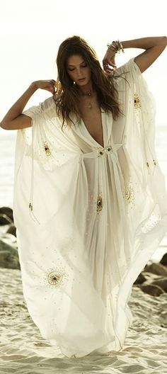 This is so perfect for Summer. The ultimate hippie dress to wear on a sunny day with a slight breeze