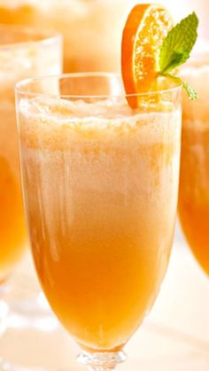 Orange Dream Mimosas Recipe 8 cups chilled Champagne 2 cups orange sherbet 1 cup whipping cream, whipped to soft peaks 8 mint sprigs 2 tangerines or Clementines, sliced