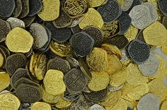 ★200 Toy Pirate Treasure Coins 4 Finishes Shiny Antique Gold Silver Atocha | eBay
