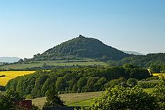 Liste von Burgen und Schlössern in Nordböhmen – Wikipedia Czech Republic, Dubai, Vineyard, Volcanoes, River, Palaces, Castles, Outdoor, Asia