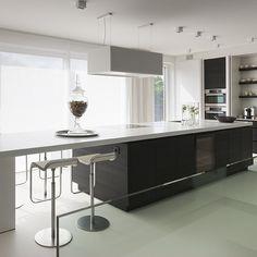 Moderne bronzen keuken met hout look met brons als d trend kleur van 2016 krijgt deze keuken - Redo keuken houten ...
