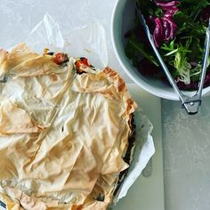 Ooh these two look just perfect for each other! Make this delicious wholefood vege pie and the salad to boot! Amazing nourishing wholefoods that look as good as they are for you! Ricotta Pie, Spinach Pie, Mama Recipe, Kale, Whole Food Recipes, Cabbage, Bacon, Vegetables, Amazing