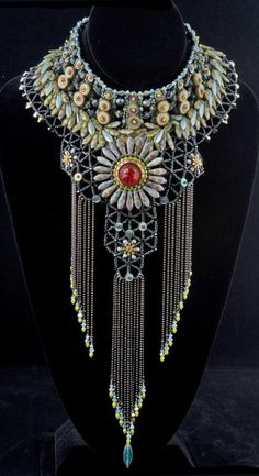 """I'm not big on large necklaces but this is an attractive piece of jewelry. Necklace 