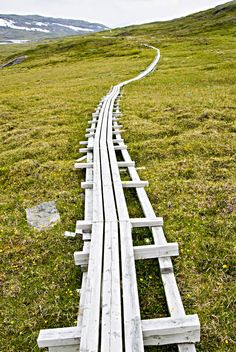 Adventure & Sports - Summer - Mountain Hiking - Foot-bridged track in Padjelanta © Beautiful Places To Travel, I Want To Travel, Beautiful World, Lappland, Alaska, Mountain Hiking, Outdoor Life, Vacation Trips, Cool Pictures