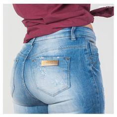 A Flare jeans destroyer sem dúvida é uma peça informal e estilosa. A versatilidade dela é incrível, porque você pode compor looks mais formais ou despojados. #Flare #Inverno18 #Gdokyjeans