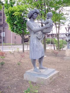 Woman and Child in Cumbernauld by Stevie Spiers High Road, Local History, Public Art, Homeland, Ancestry, Glasgow, Statues, Burns, Scotland