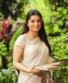 Bhumika Chawla Indian Actress Images, Beautiful Indian Actress, Beautiful Actresses, South Actress, South Indian Actress, Hot Actresses, Indian Actresses, Beautiful Saree, Beautiful Women