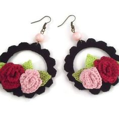 A recent custom order. Red and pink crocheted roses 🌹on black laced hoop earrings. Want to order something like these? Visit the link of my…