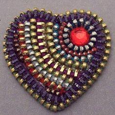 Zip It Up - Zipper Heart Brooch - with Swarovski Crystal Detail Zipper Jewelry, Beaded Jewelry, Bullet Jewelry, Jewelry Necklaces, Zipper Flowers, Ribbon Flower, Zipper Crafts, I Love Heart, Happy Heart