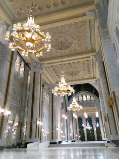 Islamic Images, Islamic Pictures, Islamic Art, Beautiful Mosques, Beautiful Places, Beautiful Pictures, Mosque Architecture, Art And Architecture, Mecca Hajj