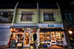https://flic.kr/p/Dsppqa   Neighbors - お隣さん   お隣さん同士、とても仲良しなんでしょうね。  CANON EOS 7D + EF-S10-22mm F3.5-4.5 USM  #cooljapan #kichijyoji #東京夜間写真部 #手持ち夜景写真部