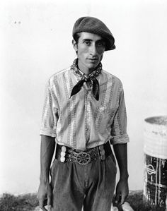 """Over the years, dozens of gaucho pictures have been posted on The Beret Project; usually very """"manly"""" men, full of machismo, but not all a. Mario, Beret Outfit, Unique Fashion, Mens Fashion, Wolf Costume, Minimalist Chic, Special Occasion Outfits, Military Fashion, Fashion Pants"""