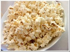 Homemade Kettle Popcorn! So I love popcorn popped on the stovetop, but eat the microwave kettle popcorn (that salty sweet gets me everytime). Now, best of both worlds!