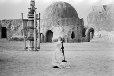 Fascinating Photographs Of Abandoned 'Star Wars' Movie Sets. New York-based photographer Rä di Martino has curated a series of pictures that brings us a rare glimpse of abandoned Star Wars movie sets, located near Tozeur in central Tunisia.