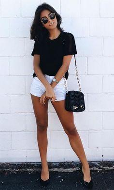 Blusa preta + Short Branco+bolsa preta+sapatilha preta+óculos