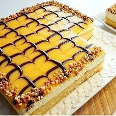 "166 mentions J'aime, 1 commentaires - laila bb (@lailalifestyle3) sur Instagram: ""كيكة باردة بالليمون 🍋 . . مقادير الكيك: 2بيضات ،نصف كاس حليب، نصف ،كاس سكر ، نصف كاس زيت عصير…"" Tiramisu, Cheesecake, Cakes, Ethnic Recipes, Desserts, Food, Tailgate Desserts, Deserts, Cake Makers"