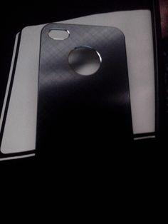 Carcasa trasera Iphone 4/4S en negro metalizado, realizada en aluminio anonizado de alta calidad. @skdualsim