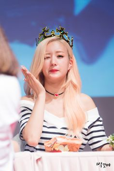 APink BoMi Pop Fashion, Girl Fashion, Airport Style, Airport Fashion, Pink Makeup, Color Rosa, Miranda Kerr, Girl Costumes, These Girls