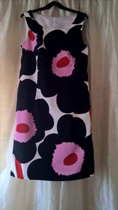 Marimekko unikko dress. Floral Patterns, Print Patterns, Older Style, Iconic Dresses, Marimekko, Dress For Success, Fashion Outfits, Womens Fashion, Surface Design
