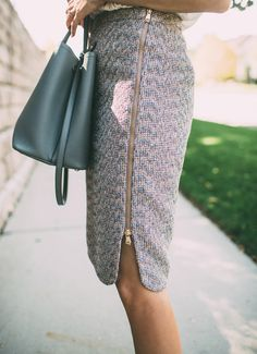 Great zipper detail and tweed texture. Work Fashion, Diy Fashion, Fashion Shoes, Fashion Outfits, Womens Fashion, Skirt Outfits, Cute Outfits, Tweed Pencil Skirt, Pencil Skirts