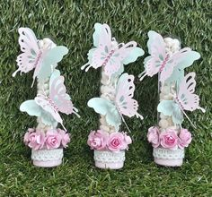 La imagen puede contener: flor y planta Butterfly Party, Butterfly Birthday, Baby Girl Birthday Theme, 1st Birthday Parties, Alice, Tinkerbell Party, Baby Shower Cupcakes, Candle Stand, Party Favors