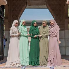 Salam Jumaat kesayangan!  Harap kesayangan semua bertenang ye, kesemua koleksi #bfsraya2018, akan kami release pada hari pembukaan Butik BFS di Bangi pada 28 April 2018  . InsyaAllah next week kami akan update price list untuk kesemua koleksi  Jangan lupa turn on notification kalau tak nak terlepas peluang dapatkan koleksii idaman kalbu ni ❤️ Hijab Gown, Hijab Style Dress, Modest Fashion Hijab, Niqab Fashion, Batik Fashion, Muslim Fashion, Muslimah Wedding Dress, Hijab Wedding Dresses, Kalamkari Dresses