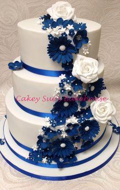 Royal blue wedding cake relationship wants / royal blue dress for wedding / royal blue wedding dress / blue wedding dress royal / royal blue wedding Royal Cakes, Royal Blue Cake, Royal Blue Wedding Cakes, Royal Blue Flowers, Beautiful Wedding Cakes, Beautiful Cakes, Royal Blue Wedding Decorations, Royal Royal, Cake Wedding