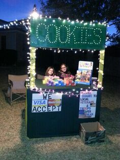 "Make a sign that ""we accept credit cards"" for Girl Scout Cookie Booth! Girl Scout Law, Scout Mom, Daisy Girl Scouts, Girl Scout Leader, Girl Scout Cookie Sales, Girl Scout Cookies, Advent, Girl Scout Activities, Girl Scout Juniors"