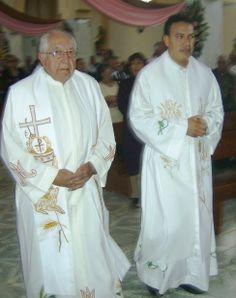 Ziquítaro, fiesta patronal. Párroco Manuel Vázquez y padre Sotero Fernández, entran al templo