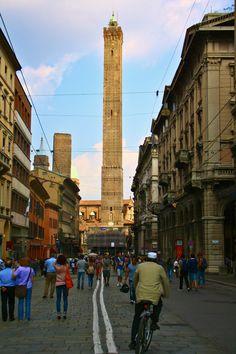 Bologna, Via Rizzoli, Bologna Towers, Torre deli Asinelli, T-Days, Bologna city center