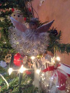 Bobbin lace angel Bobbin Lace, Christmas Bulbs, Holiday Decor, Home Decor, Bobbin Lacemaking, Decoration Home, Christmas Light Bulbs, Room Decor, Home Interior Design