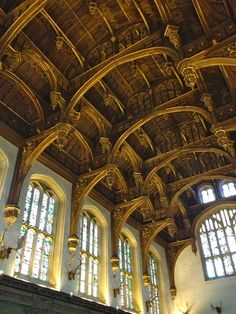 Hampton Palace A niceshot of the hammer beam roof of the great hall. Installed by King Henry VIII when he took owmership of the palace. Originally this ceiling would have been brightly painted. The inside of the great hall itself is 100 feet long, 40 feet wide and 60 feet high (if my memory serves) and is home to 6 of the famous Abraham Tapestries which are woven with gold and silver thread, and were commissioned for this hall.