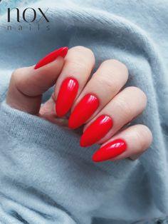 Czerwona Róża to jeden z najseksowniejszych odcieni w naszej ofercie 🌹! Taki kolor to idealny wybór na wiosenną randkę 👄! Jak Wam się podoba?  PS. W tajemnicy zdradzimy Wam że już niedługo w naszym sklepie zawita masa nowości, a wraz z nimi wiosenny konkurs! 😍 Oval Acrylic Nails, Acrylic Nail Designs, Almond Nails Red, Acylic Nails, Nail Ring, Nail Games, Elegant Nails, Dream Nails, Gorgeous Nails