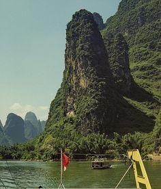 Karst landscape along the Lijiang River, near Guilin, Guanxi, China (10) by Yvon from Ottawa, via Flickr