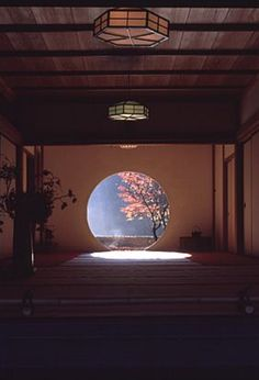 Japanese styled room with round window, framing a tree, photo by. - Japanese styled room with round window, framing a tree, photo by…? Traditional Japanese House, Japanese Modern, Japanese Aesthetic, Japanese Design, Japanese Dojo, Japanese Style House, Japanese Interior Design, Asian Interior, Interior And Exterior