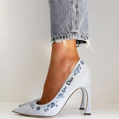 DIOR Shoes Source by olaorni dior Stiletto Heels, High Heels, Shoes Heels, Pumps, Shoes Sneakers, Shoes Photo, Dream Shoes, Mode Outfits, Luxury Shoes