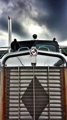Old school KW Custom Big Rigs, Custom Trucks, Cool Trucks, Big Trucks, Trailers, White Truck, Train Truck, Peterbilt Trucks, Peterbilt 379