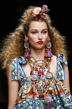See all the Details photos from Dolce & Gabbana Spring/Summer 2019 Ready-To-Wear now on British Vogue Gypsy Style, Hippie Style, Boho Style, Vogue, Jewelry Trends, Boho Jewelry, Textile Jewelry, Jewellery, Trendy Jewelry