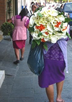 Calla lily seller outside the weekly organic market in Coatepec, Veracruz, Mexico
