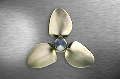 Front view MAX PROP self feathering variable pitch propeller Easy model 3 bladed.