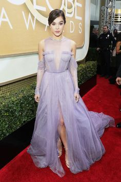 Hailee Steinfeld in Vera Wang Collection - Golden Globes 2017