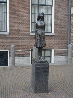 Anne Frank statue, Amsterdam !