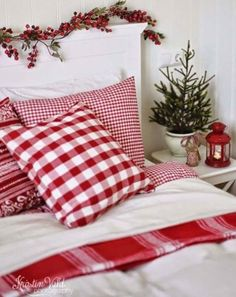 Find the best Christmas decor inspirations for your kids bedroom, they will love it. Check the inspirations at circu.net